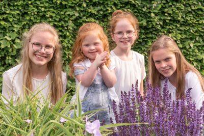 foto van 4 zusjes door mayrafotografie