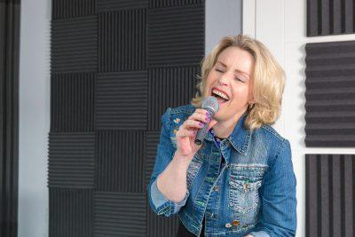 portret van zangeres door mayrafotografie