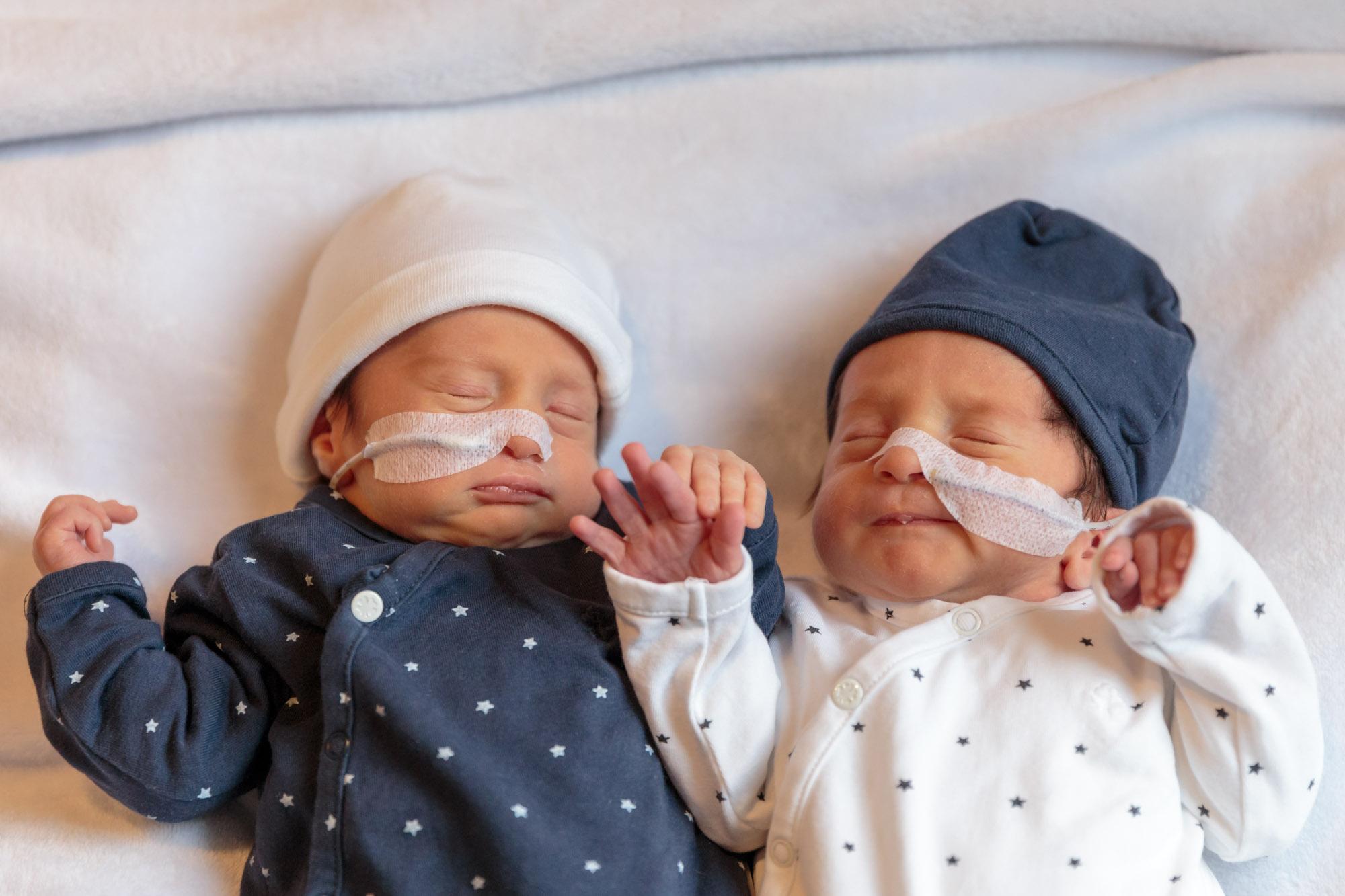 foto van premature tweeling baby's voor stichting earlybirds door mayrafotografie