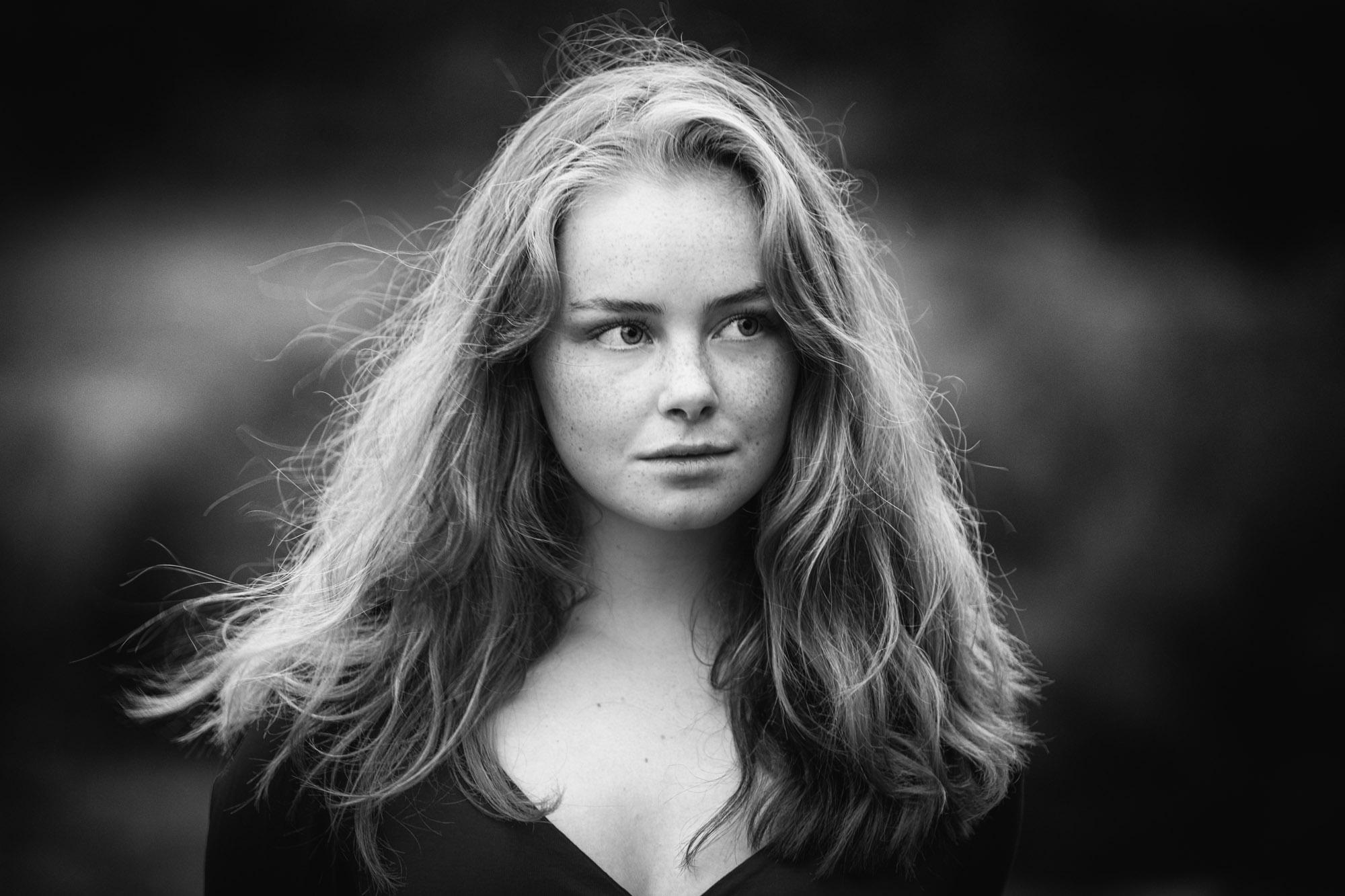 Tiener portretfotograaf in Amersfoort. Tienerportret door Mayra Fotografie. Natuurlijk licht portret. Fotograaf Amersfoort. Fotograaf Nijkerk. Fotograaf Hoevelaken.