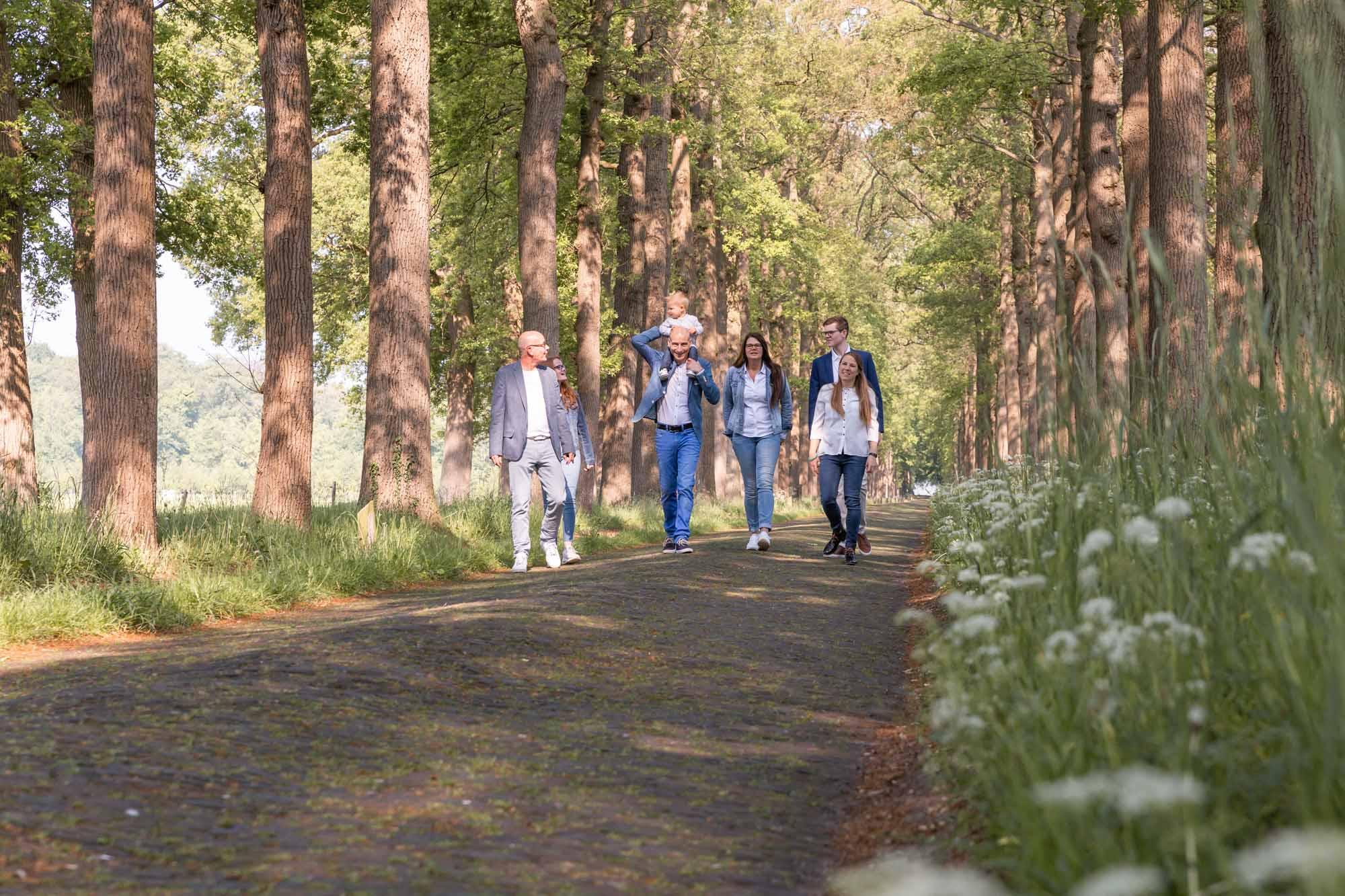 Gezinsfotograaf in Amersfoort, Nijkerk, Hoevelaken en omgeving, voor gezinsreportage. Gezinsfotoshoot door Mayra Fotografie. Fotoshoot bij Oldenaller te Putten