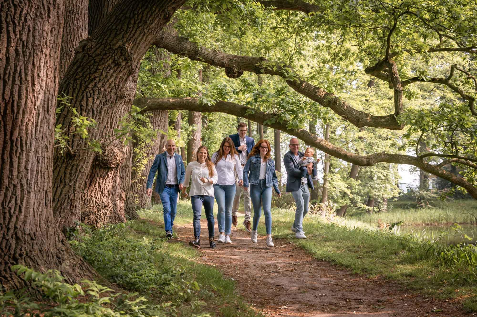 Gezinsfotograaf in Amersfoort, Nijkerk, Hoevelaken en omgeving, voor gezinsreportage. Gezinsfotoshoot door Mayra Fotografie. Fotoshoot bij Oldenaller te Putten.