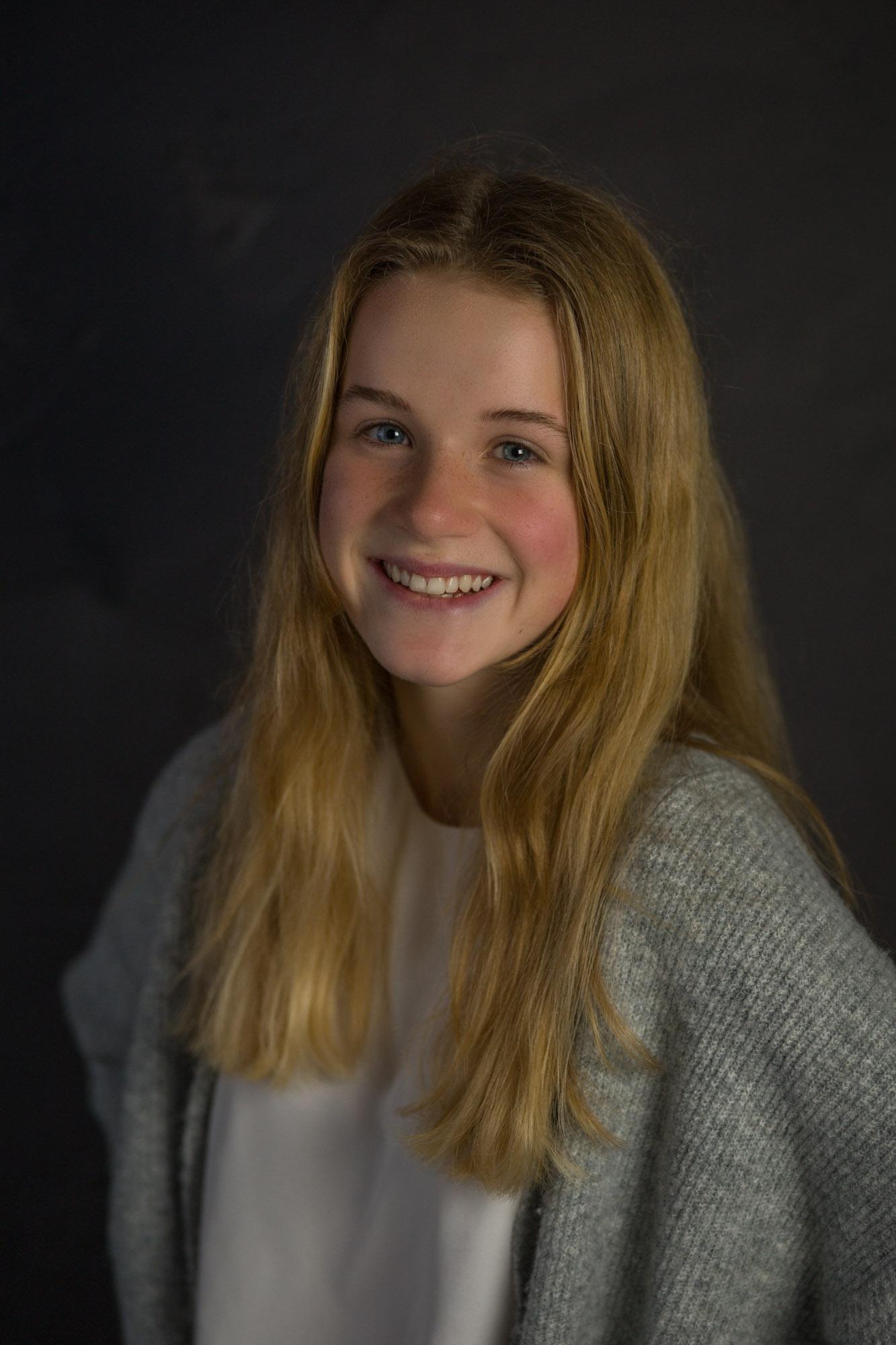 Tiener portretfotograaf in Amersfoort. Tienerportret door Mayra Fotografie. Fotostudio regio Amersfoort.