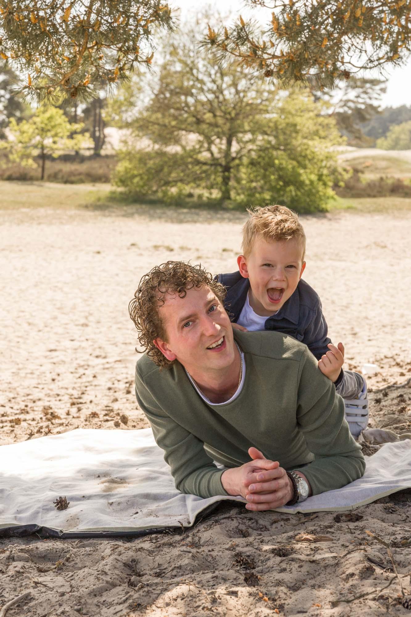 Gezinsfotograaf in Amersfoort, Nijkerk, Hoevelaken en omgeving, voor gezinsreportage. Gezinsfotoshoot door Mayra Fotografie. Soesterduinen fotoshoot.