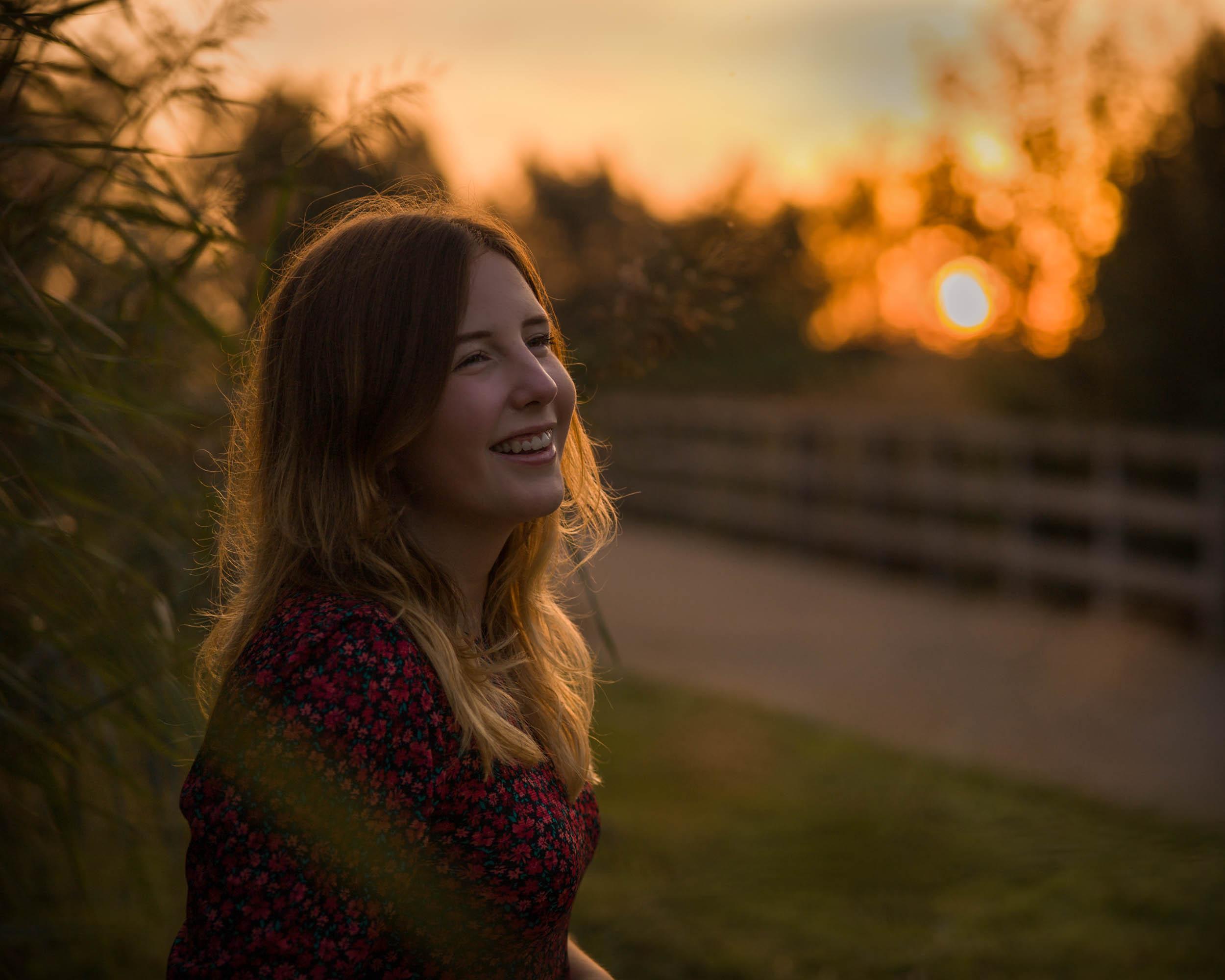 Tiener portretfotograaf in Amersfoort. Tienerportret door Mayra Fotografie. Gouden uur portret